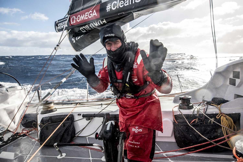 SunHung Kai Scullywag ekibinden usta denizci John Fisher denizde kayboldu