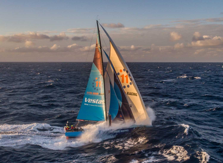 Vestas 11th Hour balıkçı teknesiyle çarpıştı.