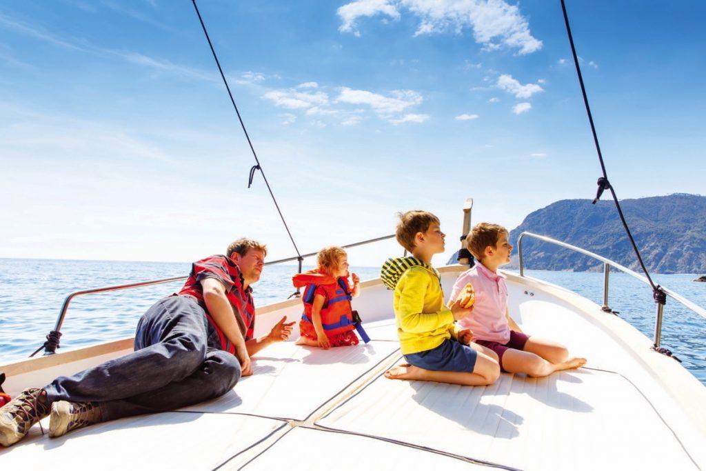 Teknede çocuk var