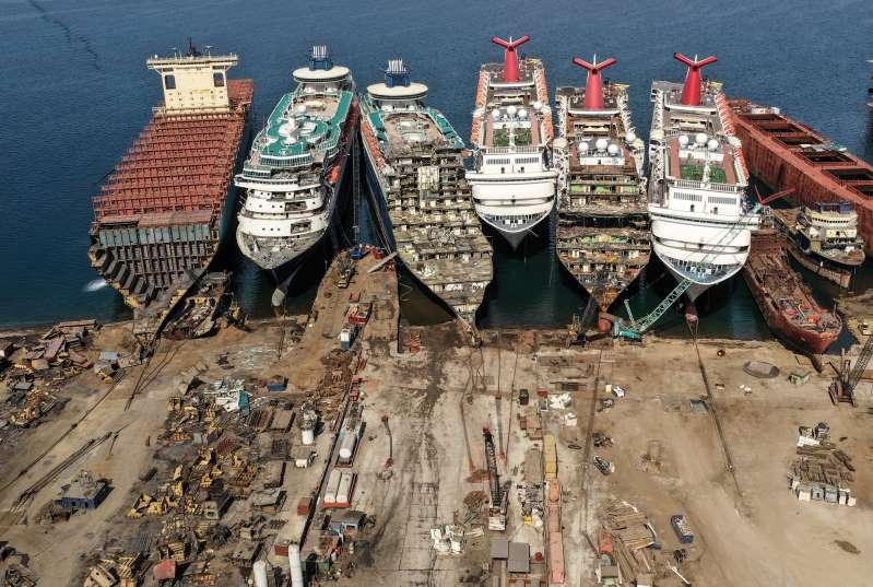 Salgının vurduğu cruise gemileri sökülüyor