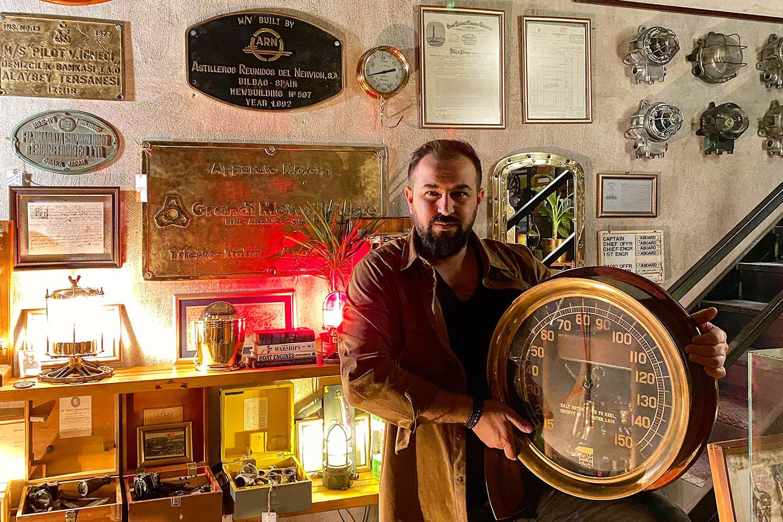 Maritime Antiques - Firma sahibi Ali Güler