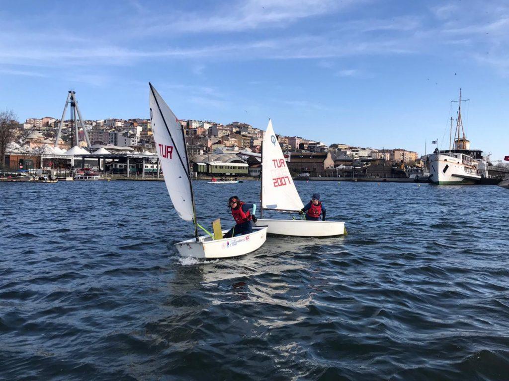 Beyoğlu Belediyesi yelken eğitimi veriyor