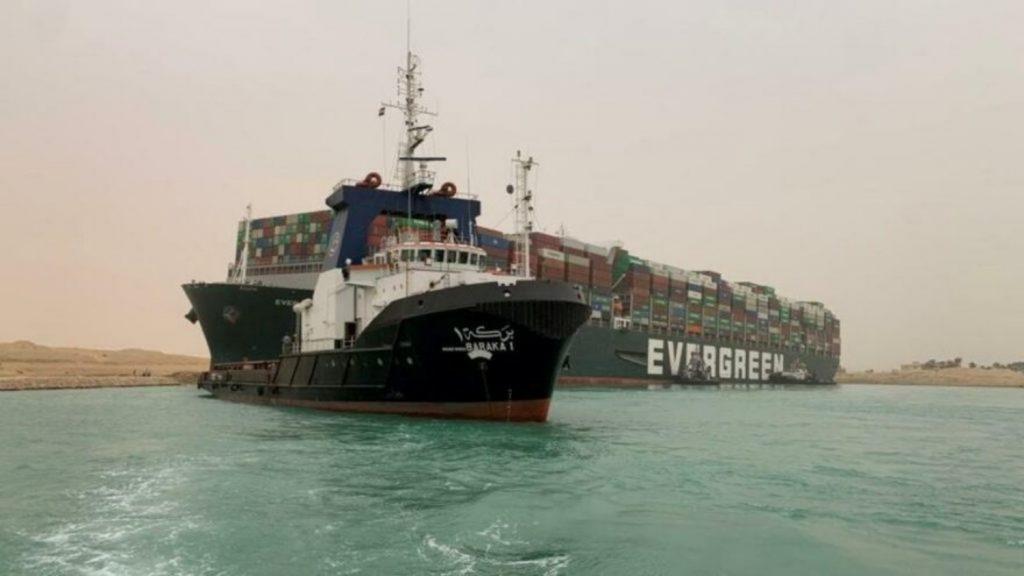 Gemi karaya oturdu, Süveyş Kanalı kapandı