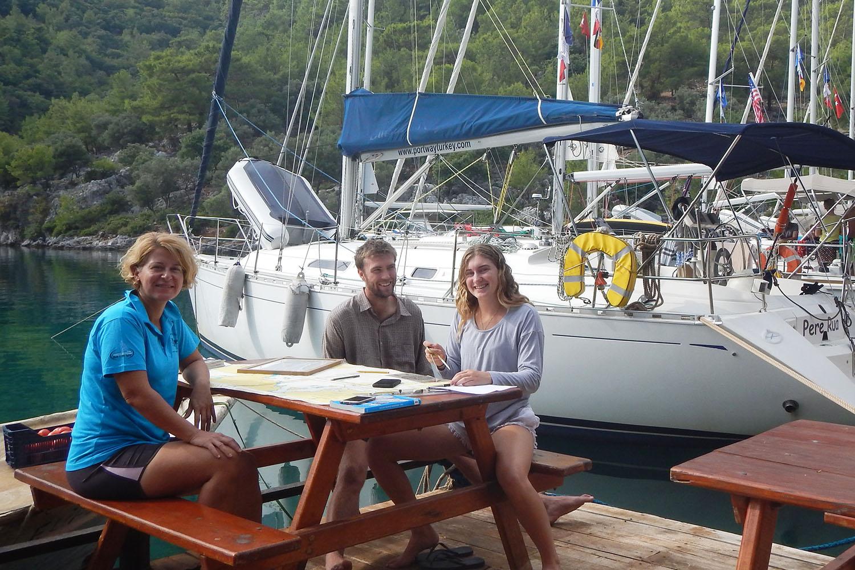 Bu yaz İngiltere'deki sayısız RYA okulunda yelken eğitimi almaktansa güzel kıyılarımızı tercih eden bir İngiliz aileyle Göcek'te beraberdik.