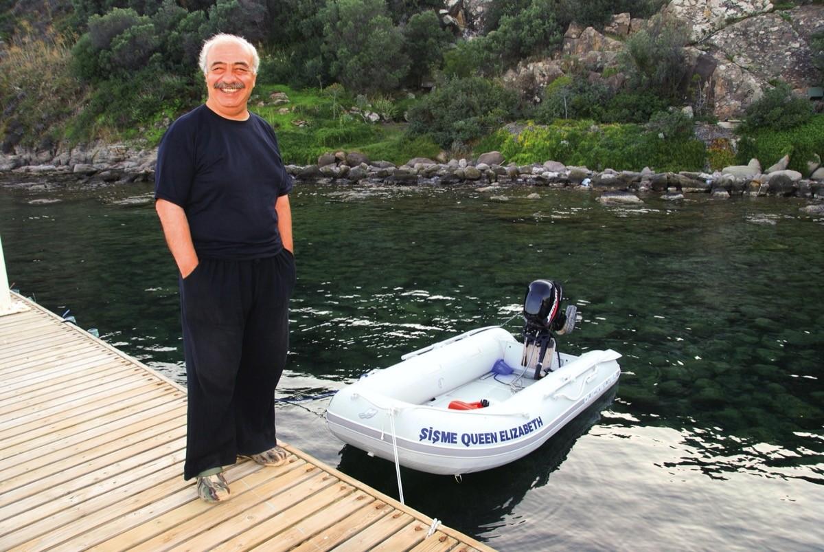 İkinci tekne için Queen Elizabeth adını düşünüyordum, şişme bot olunca, Şişme Queen Elizabeth dedik, öyle kaldı.