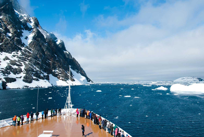 Antarktika Yarımadası'nı keşfetmek için önce azgın deniziyle ünlü Cape Horn ve Drake Geçiti'ni aşıyorsunuz.